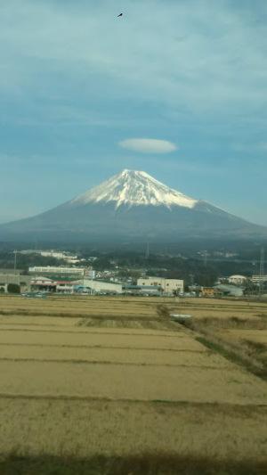傘雲のかかる富士山