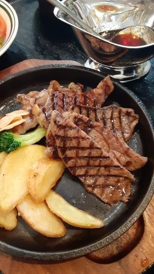 松阪牛のステーキ定食